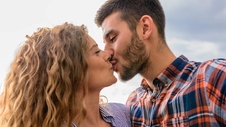 Ist es in ordnung, in christian dating zu küssen?